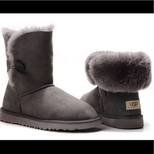 ugg bailey button greyII size: 5 good condition